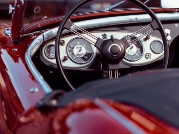 oldtimer-convertible-red-speedometer-188974